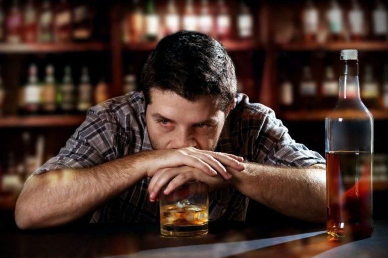 алкоголик мужчина